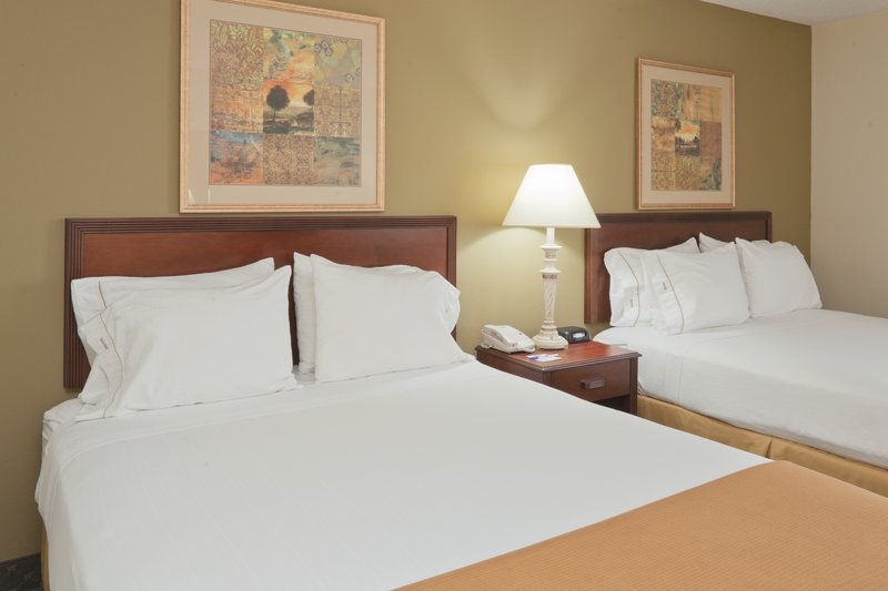 Holiday Inn Express Evansville - West-Double Bed Guest Room<br/>Image from Leonardo