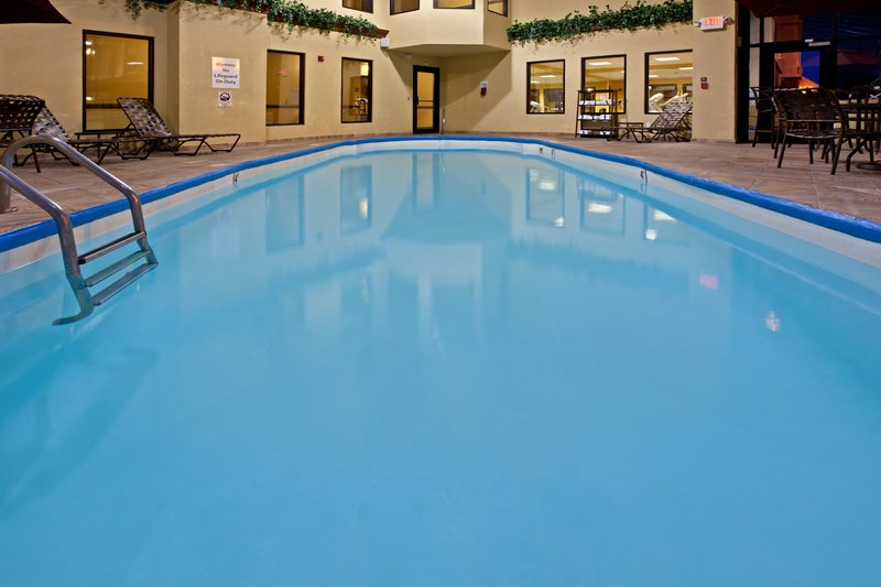 Holiday Inn Express & Suites Indianapolis - East-Swimming Pool<br/>Image from Leonardo