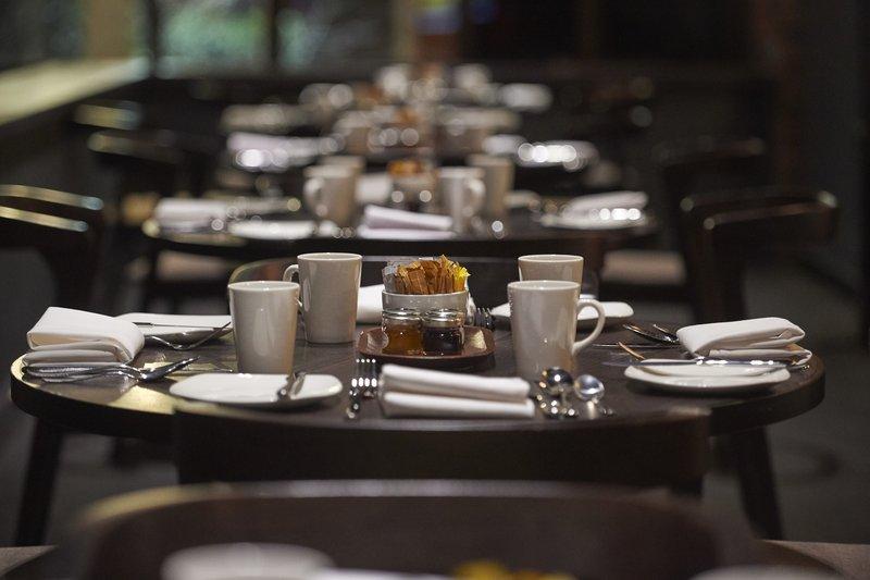 Crowne Plaza Nottingham-Breakfast table<br/>Image from Leonardo