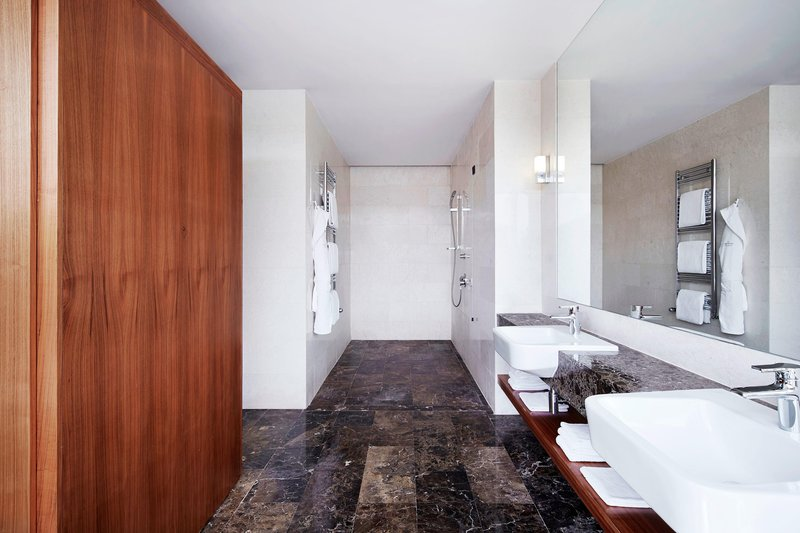 Metropol Palace Belgrade; a Luxury Collection Hotel-Maria Callas Suite Bathroom<br/>Image from Leonardo
