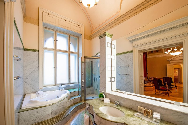 Carlo IV, Dedica Anthology Autograph Collection - Presidential Suite Bathroom <br/>Image from Leonardo