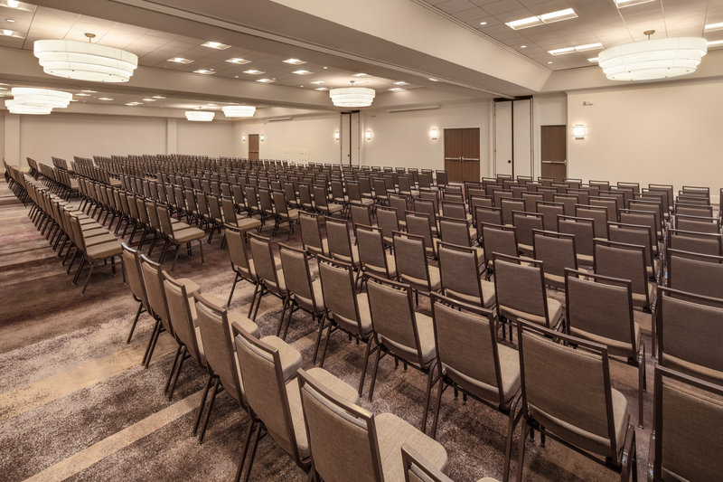 Crowne Plaza Dallas Market Center-Theater-style with presentation screens may be just right for you.<br/>Image from Leonardo