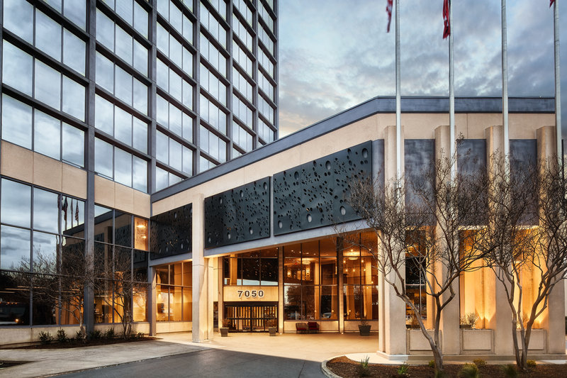Crowne Plaza Dallas Market Center-Our hotel invites you to retreat to relaxation after a busy day.<br/>Image from Leonardo