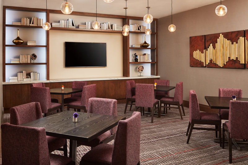 Crowne Plaza Dallas Market Center-Bristol Bar & Grill is open for breakfast, lunch and dinner.<br/>Image from Leonardo