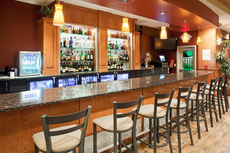 Holiday Inn Hotel & Suites Grand Junction-Airport-Enjoy a glass of wine at the Grand Valley Grill<br/>Image from Leonardo