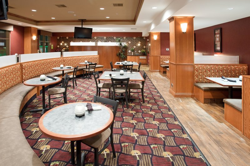 Holiday Inn Hotel & Suites Grand Junction-Airport-Enjoy a Cook to Order Breakfast Daily in the Grand Valley Grill<br/>Image from Leonardo
