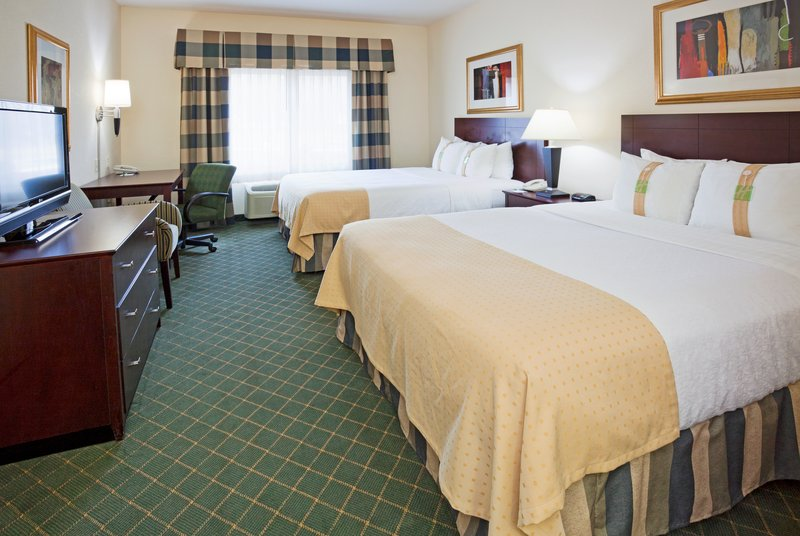 Holiday Inn Conference Center Marshfield-Queen Bed Guest Room<br/>Image from Leonardo