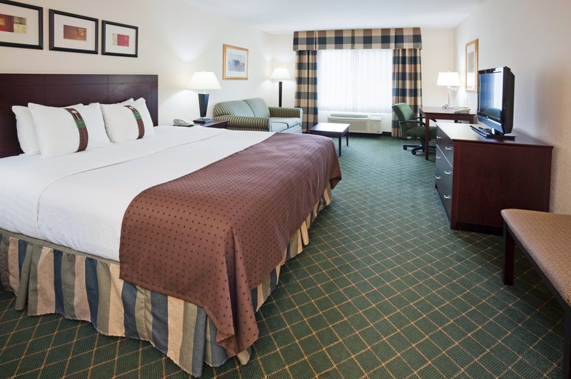 Holiday Inn Conference Center Marshfield-King Bed Guest Room<br/>Image from Leonardo