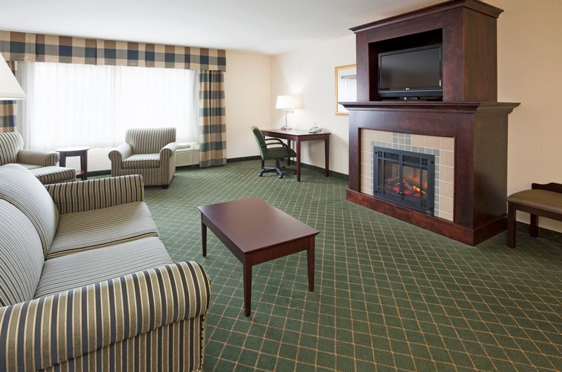 Holiday Inn Conference Center Marshfield-Executive Suite<br/>Image from Leonardo