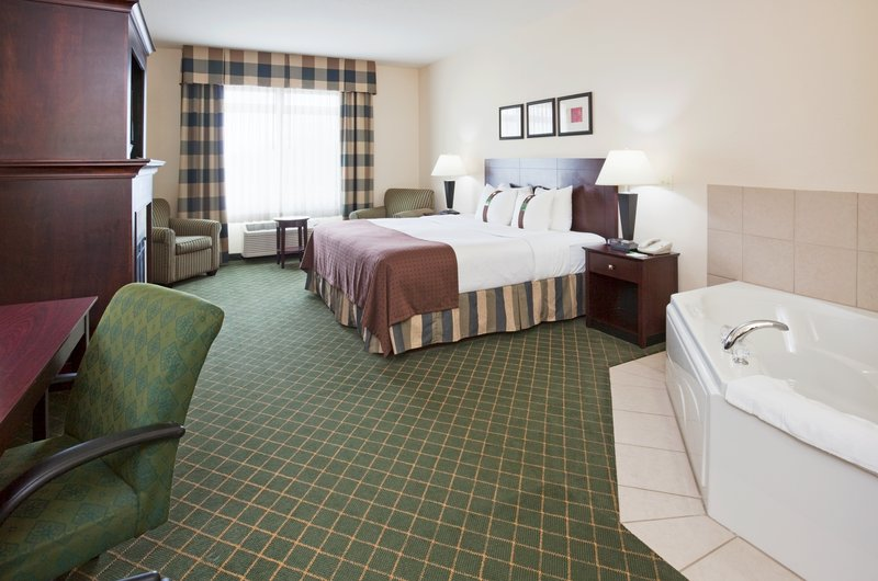 Holiday Inn Conference Center Marshfield-Jacuzzi Suite<br/>Image from Leonardo