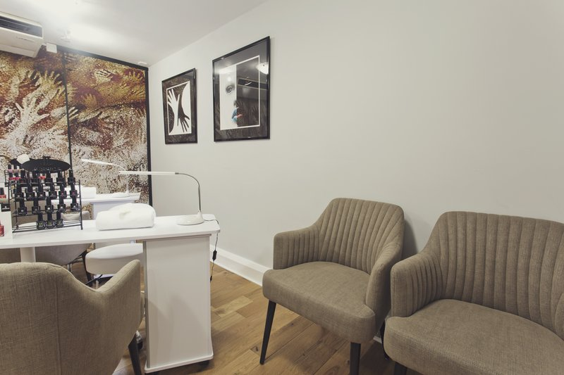 Holiday Inn Newcastle-Jesmond-Nail bar seating area<br/>Image from Leonardo
