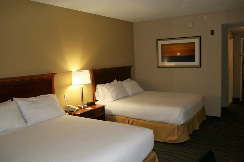 Holiday Inn Express & Suites Brooksville West-Two Queen Standrad Room<br/>Image from Leonardo