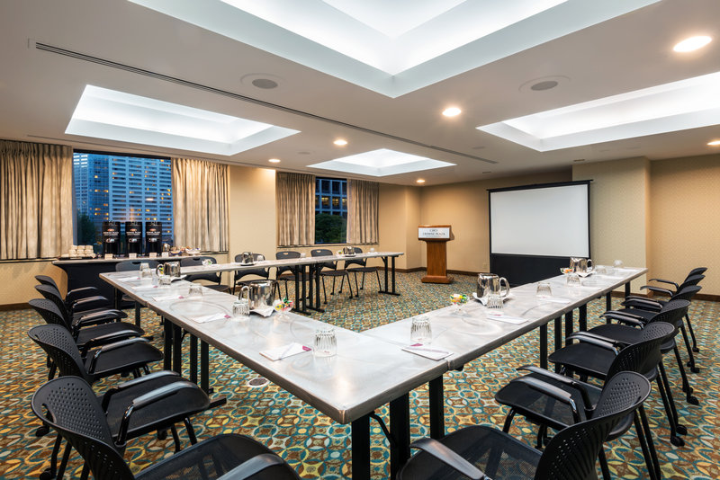 Crowne Plaza Seattle-Downtown-Enjoy natrual lighting with picture windows in  theYosemite Room<br/>Image from Leonardo
