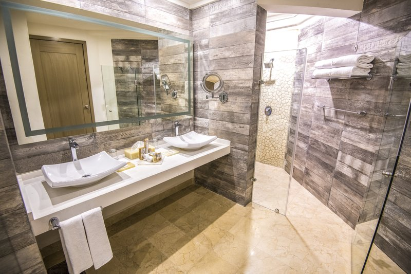 Panama Jack Resorts Playa del Carmen - Master One Bedroom Premium Suite Oceanfront Bathroom <br/>Image from Leonardo