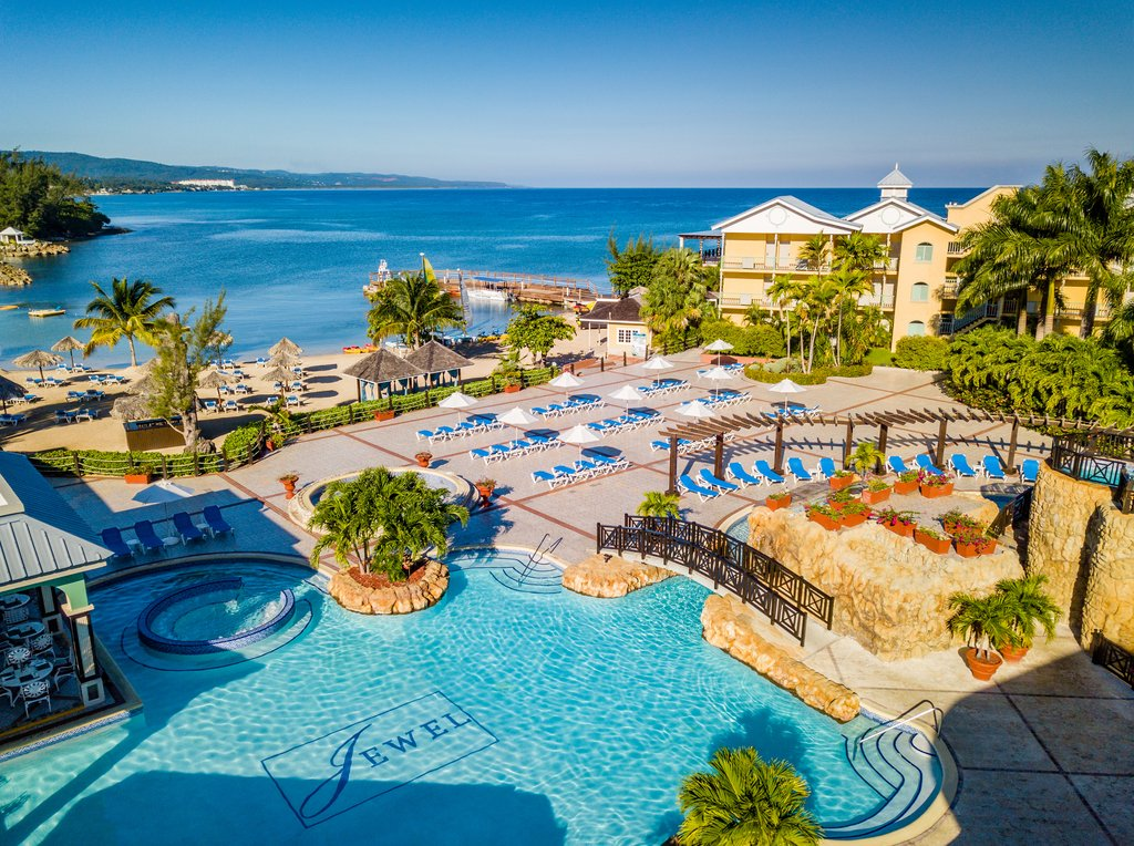Jewel Paradise Cove Adult Beach Resort -Pool<br/>Image from Leonardo