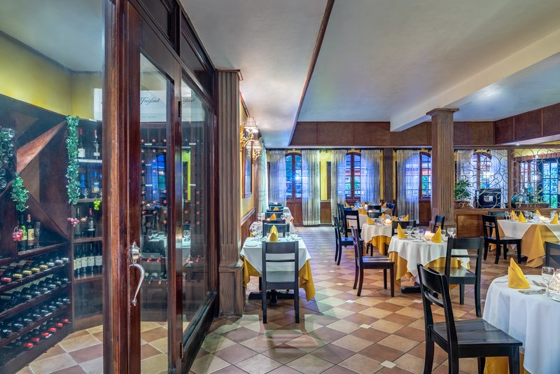 Jewel Paradise Cove Adult Beach Resort  - Platinum Restaurant <br/>Image from Leonardo
