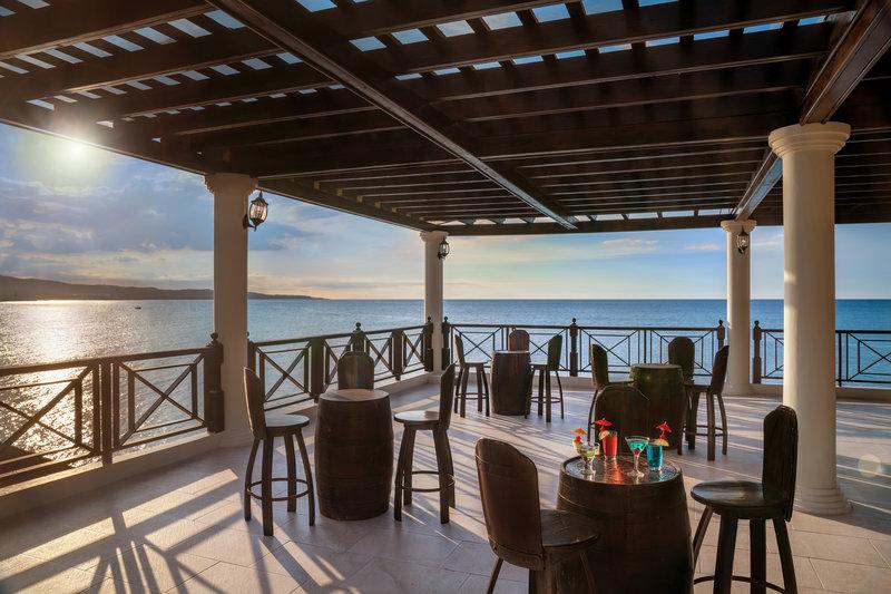 Jewel Paradise Cove Adult Beach Resort  - Sunset Bar <br/>Image from Leonardo