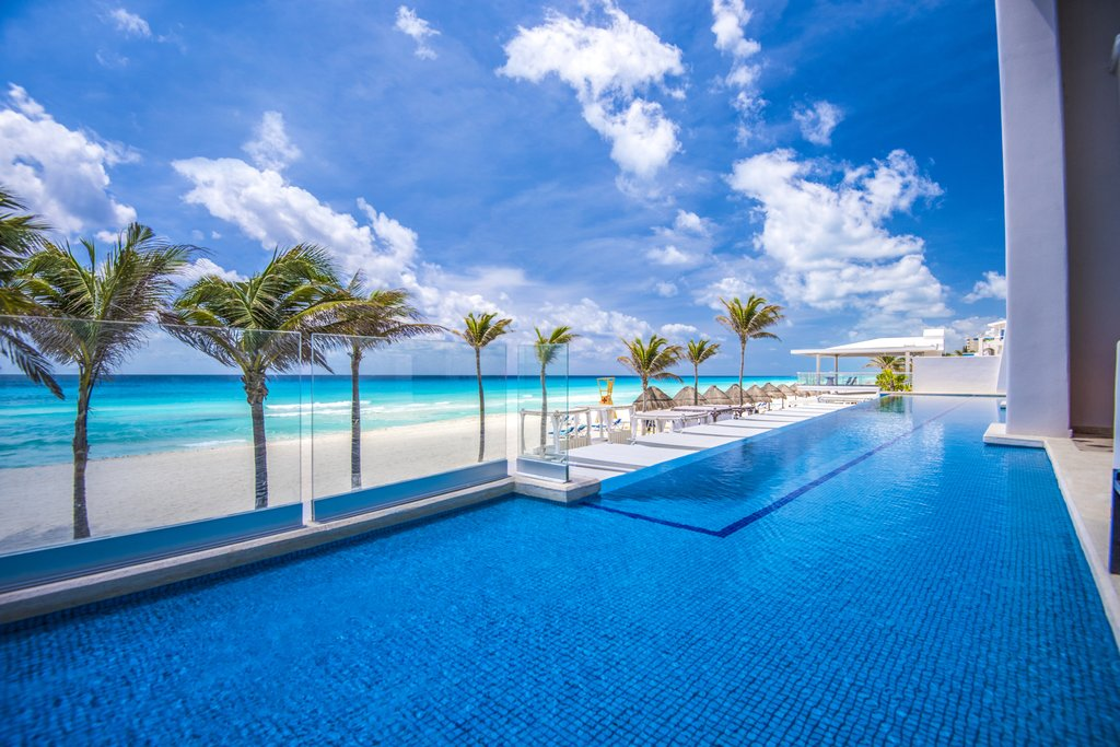 Panama Jack Resorts Cancun - Junior Suite Beachfront Infinity Swim Up View <br/>Image from Leonardo