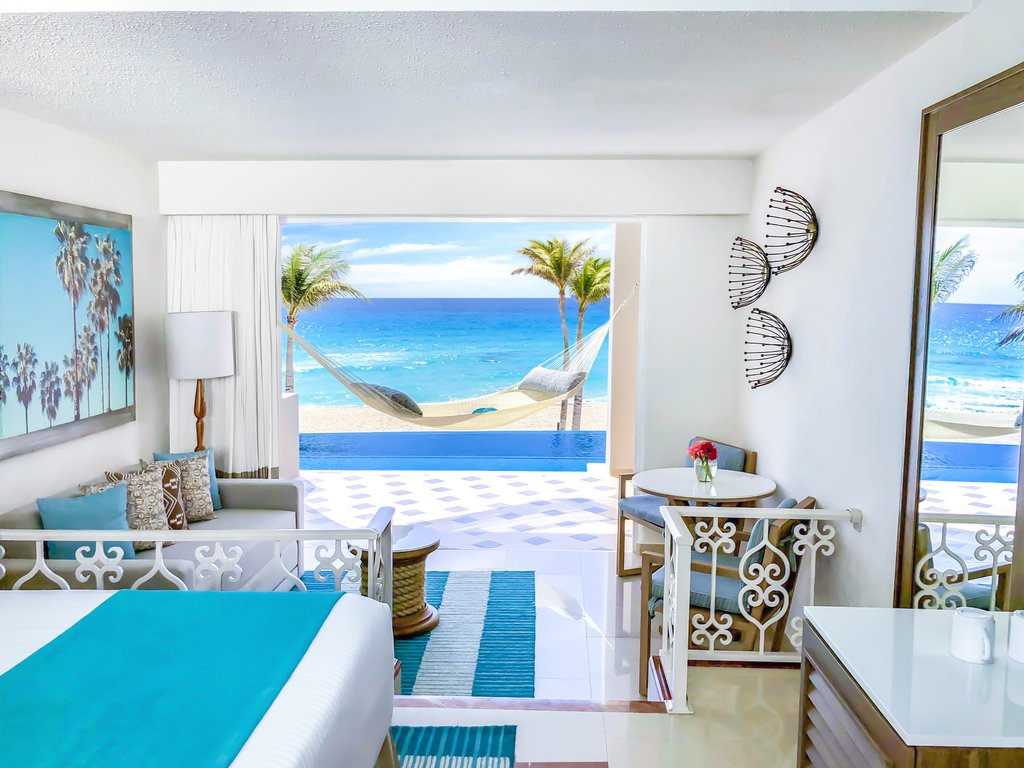 Panama Jack Resorts Cancun - Junior Suite Beachfront Infinity Swim Up <br/>Image from Leonardo