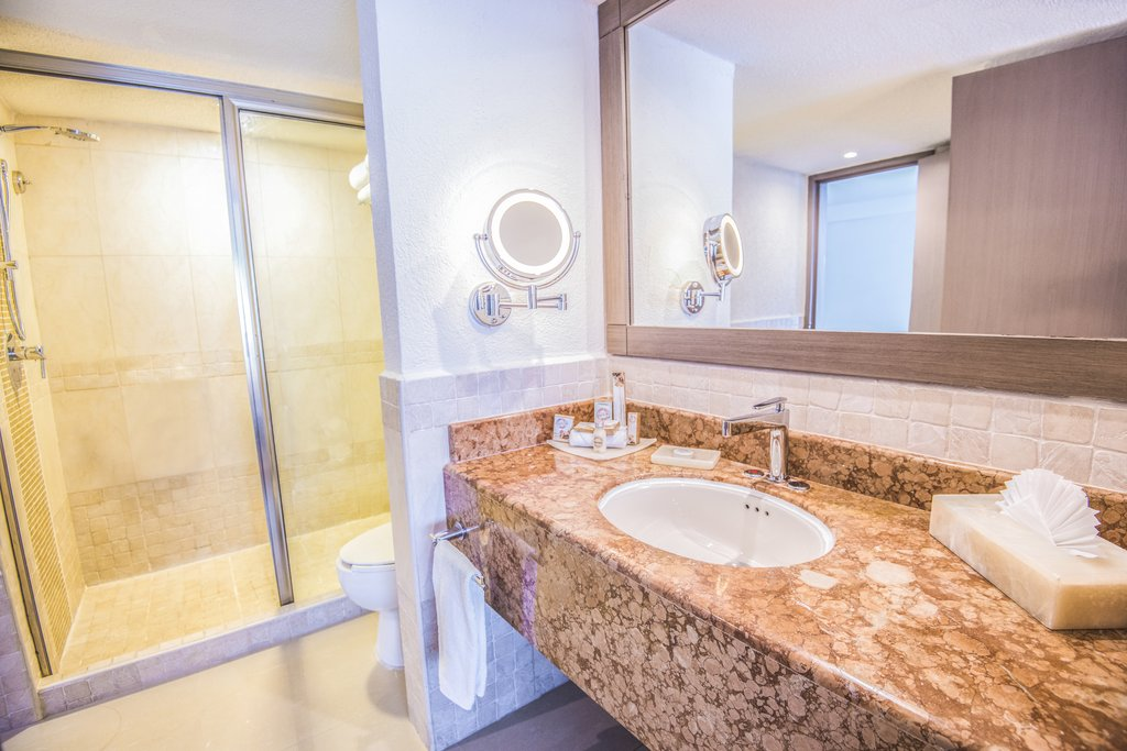Panama Jack Resorts Cancun - Junior Suite Ocean View Bathroom <br/>Image from Leonardo
