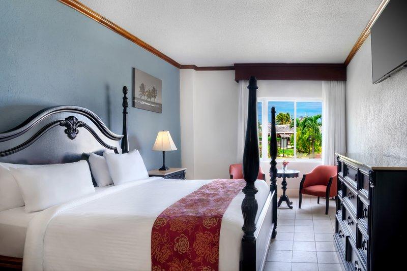 Jewel Runaway Bay Beach And Golf Resort -Jewel Runaway Bay One Bedroom Water View Butler Suite<br/>Image from Leonardo