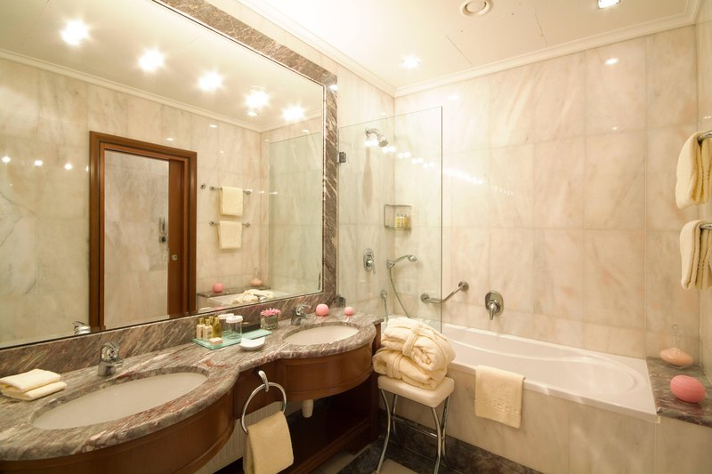 Carlo IV, Dedica Anthology Autograph Collection - Junior Suite Bathroom <br/>Image from Leonardo