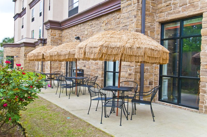 Holiday Inn Hotel & Suites Lake Charles South-Guest Patio<br/>Image from Leonardo