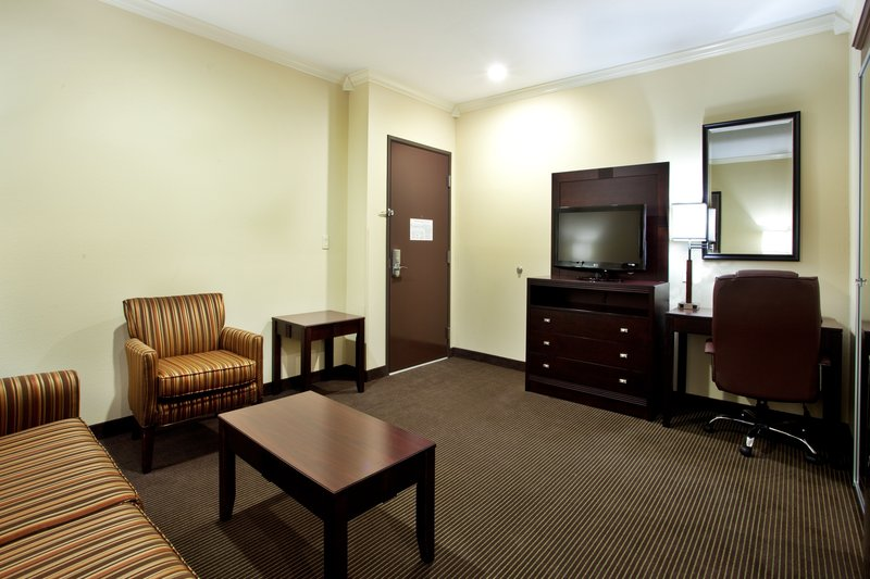 Holiday Inn Hotel & Suites Lake Charles South-King Suite - Living Room<br/>Image from Leonardo