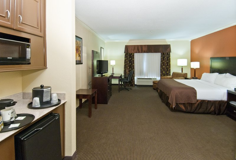 Holiday Inn Hotel & Suites Lake Charles South-King Executive Room<br/>Image from Leonardo
