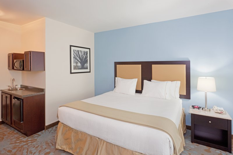 Holiday Inn Express Plainville - Foxboro Area-Executive Suite<br/>Image from Leonardo