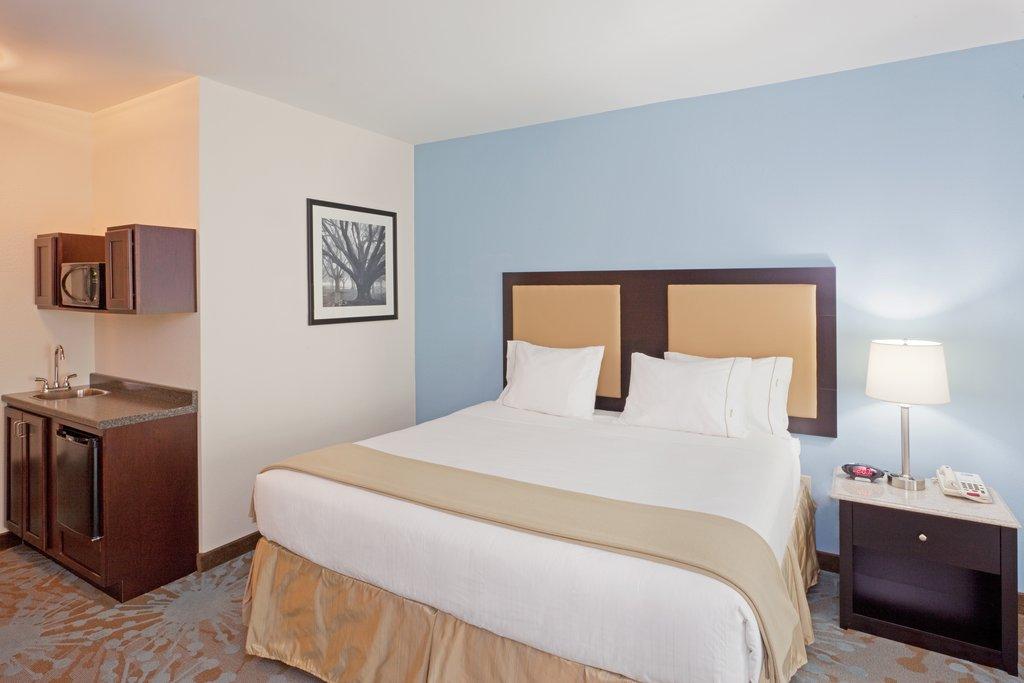 Holiday Inn Express Plainville - Foxboro Area-Executive Suite<br/>Image from Leonardo