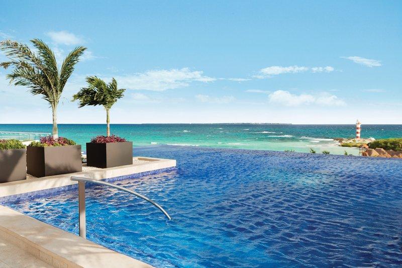 Hyatt Ziva Cancun  - Hyatt Ziva Cancun Rooftop Pool <br/>Image from Leonardo