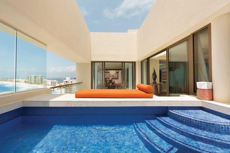 Hyatt Ziva Cancun  - Hyatt Ziva Cancun Presidential Suite Over Size Hot Tub <br/>Image from Leonardo
