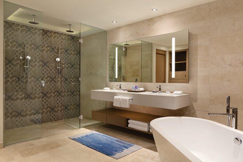 Hyatt Ziva Cancun  - Hyatt Ziva Cancun Ocean Front Pyramid Suite Bathroom <br/>Image from Leonardo