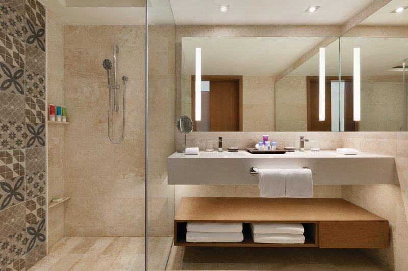 Hyatt Ziva Cancun  - Hyatt Ziva Cancun Ocean View King Bathroom <br/>Image from Leonardo