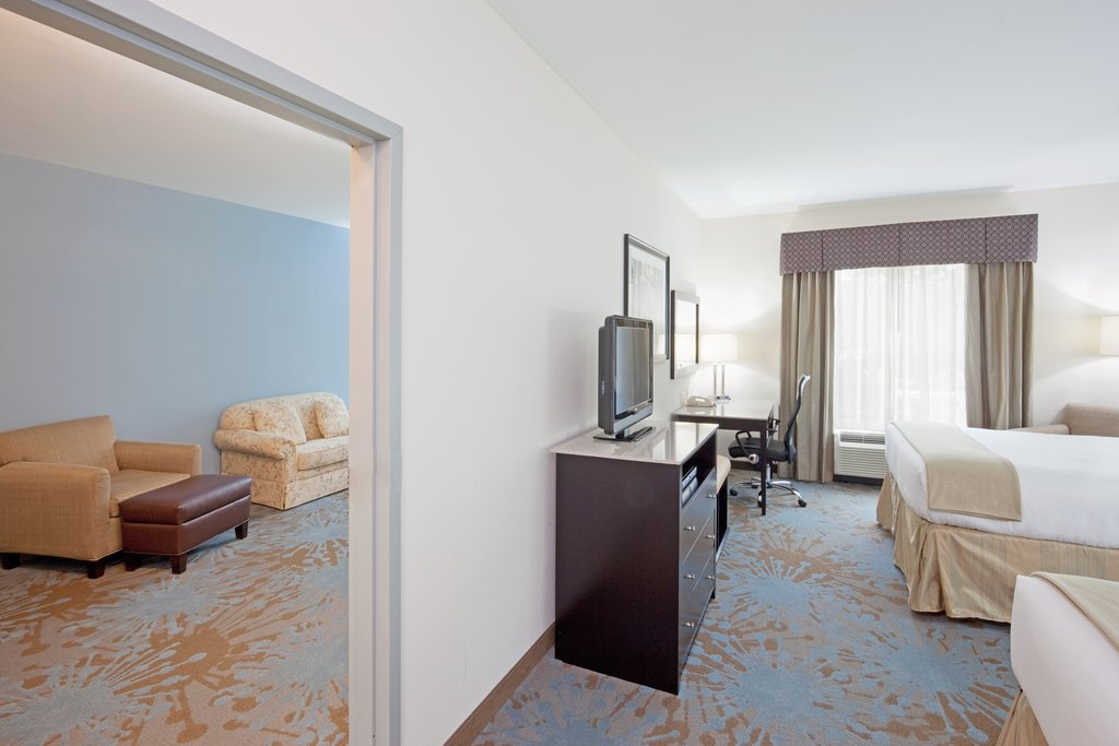 Holiday Inn Express Plainville - Foxboro Area-Suite<br/>Image from Leonardo
