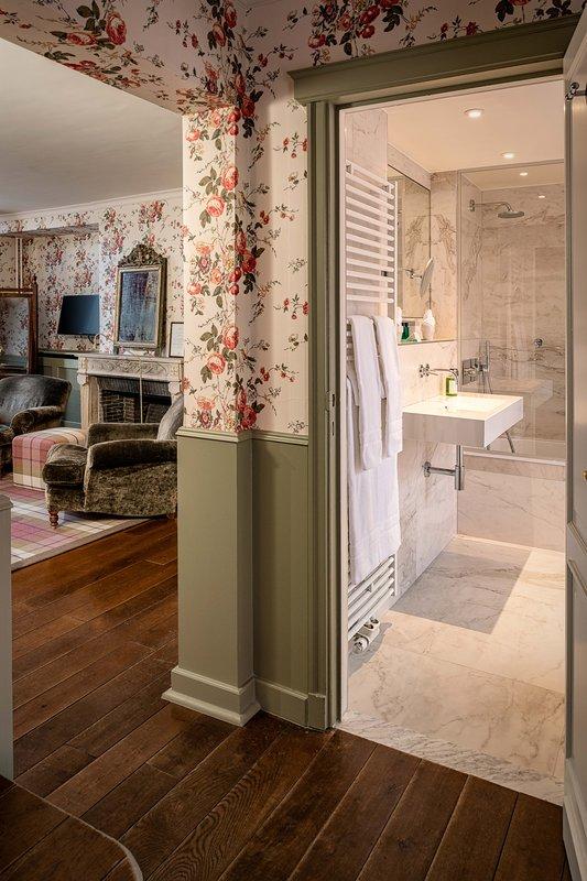 De Orangerie-Bathroom in Canal View room<br/>Image from Leonardo