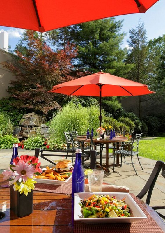 Holiday Inn Wilkes Barre - East Mountain-Outdoor Dining<br/>Image from Leonardo