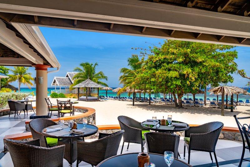 Jewel Runaway Bay Beach And Golf Resort -Jewel Runaway Bay Coral Cafe<br/>Image from Leonardo