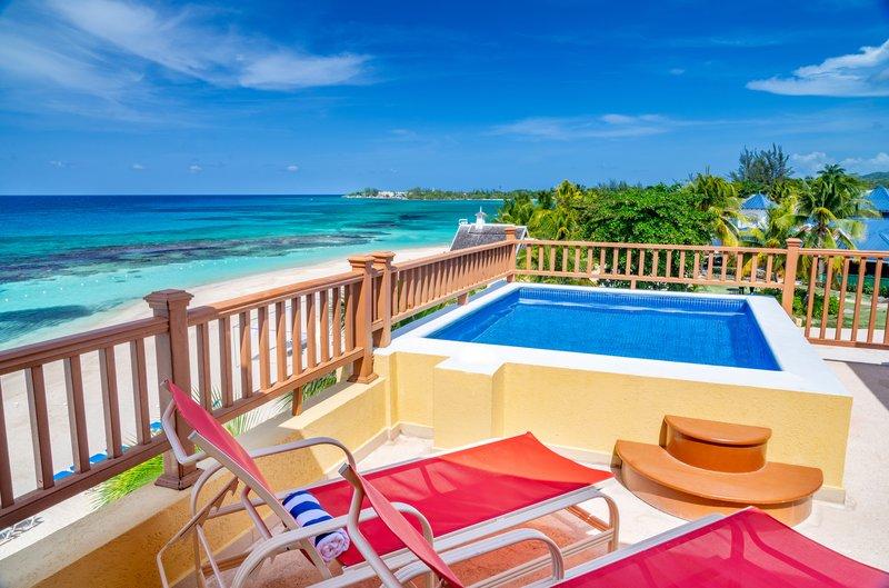 Jewel Runaway Bay Beach And Golf Resort  - Ocean Front One Bedroom Butler Suite Pool <br/>Image from Leonardo