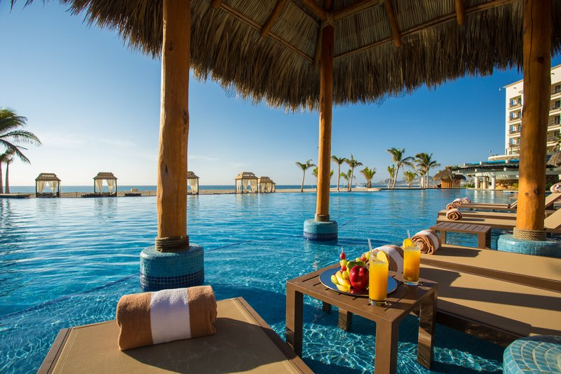 Hyatt Ziva Los Cabos - Hyatt Ziva Los Cabos Infinity Pool Drinks Fruit <br/>Image from Leonardo