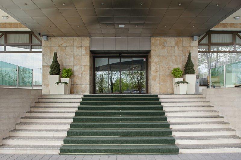 Holiday Inn Skopje-Entrance<br/>Image from Leonardo