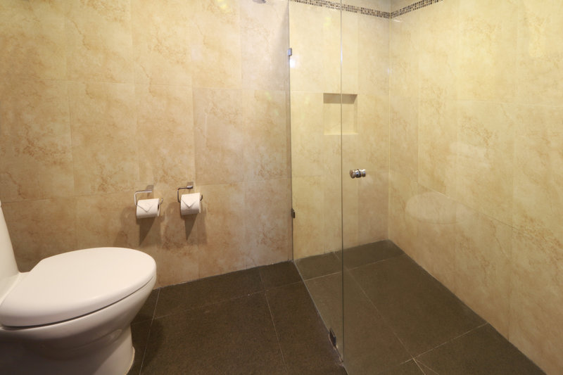 Holiday Inn Ciudad de Mexico-Trade Center-Guest Bathroom<br/>Image from Leonardo