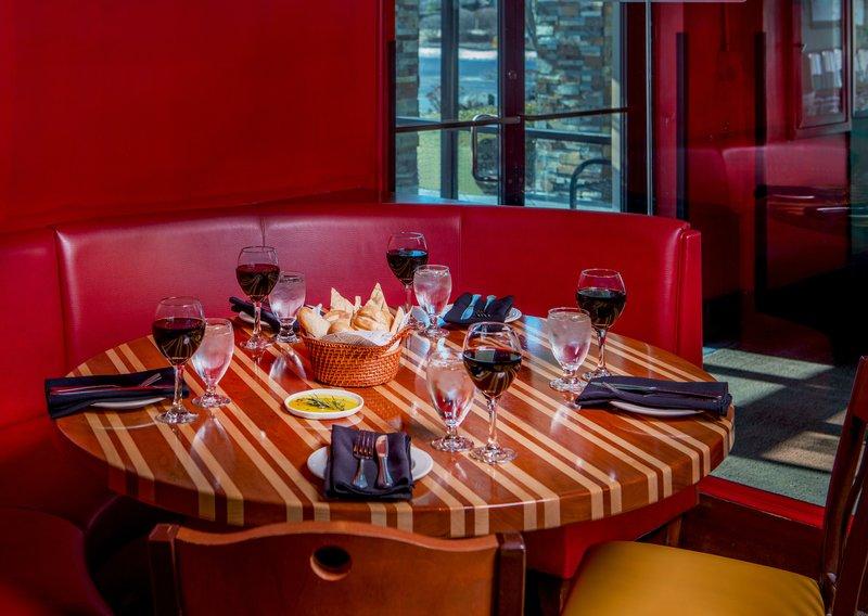 Crowne Plaza Boston - Woburn-Restaurant<br/>Image from Leonardo