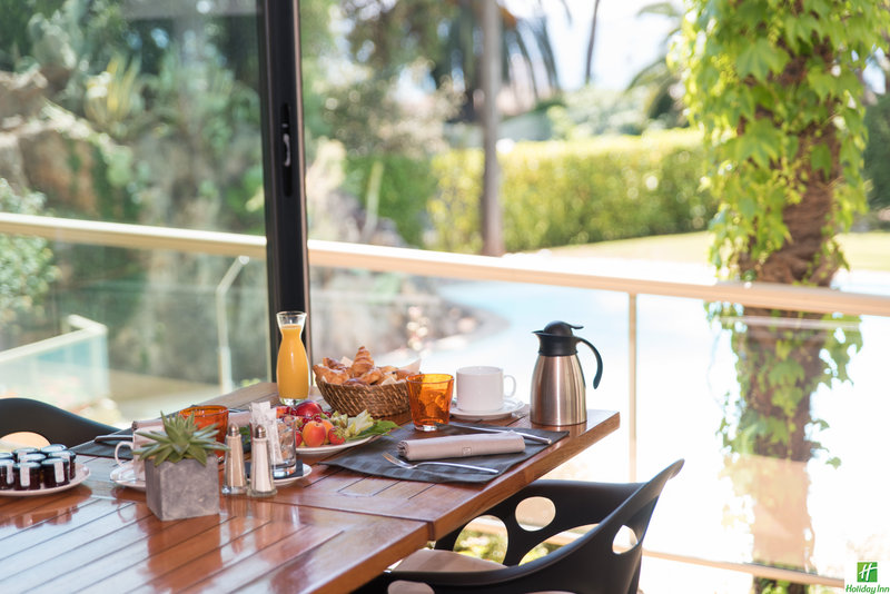 Holiday Inn Cannes-enjoy breakfast looking at the sea and the swimming pool<br/>Image from Leonardo