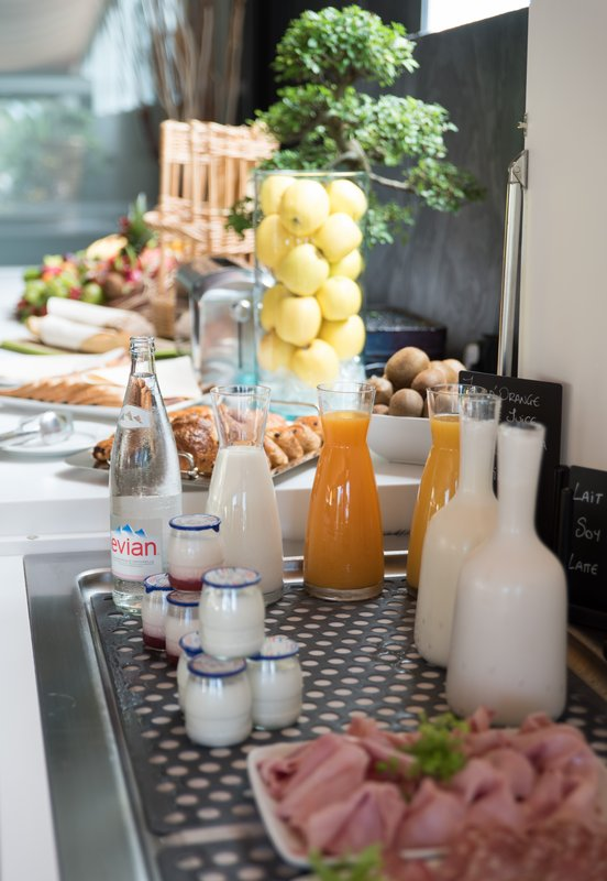 Holiday Inn Cannes-Breakfast Bar<br/>Image from Leonardo