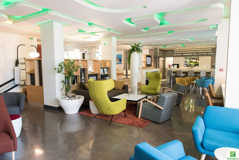 Holiday Inn Cannes-Bar and Lounge<br/>Image from Leonardo