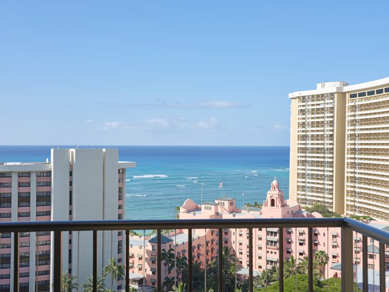Waikiki Beachcomber By Outrigger - Deluxe Oceanview Double <br/>Image from Leonardo