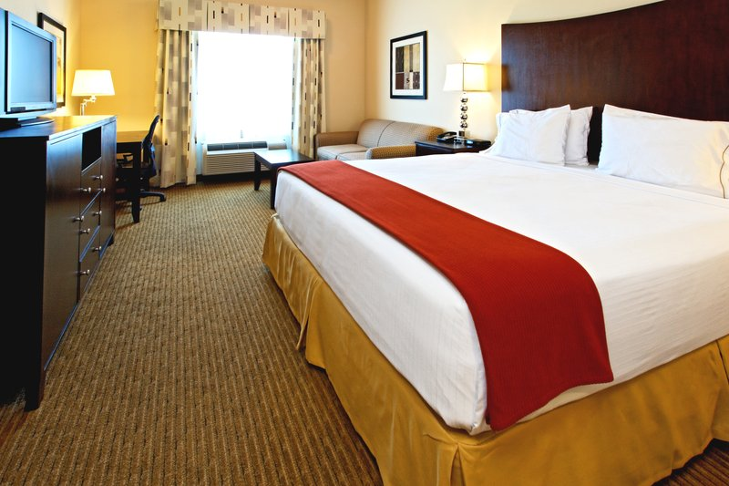 Holiday Inn Express & Suites Cleburne-Suite<br/>Image from Leonardo