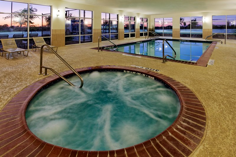 Holiday Inn Express & Suites Cleburne-Whirlpool<br/>Image from Leonardo